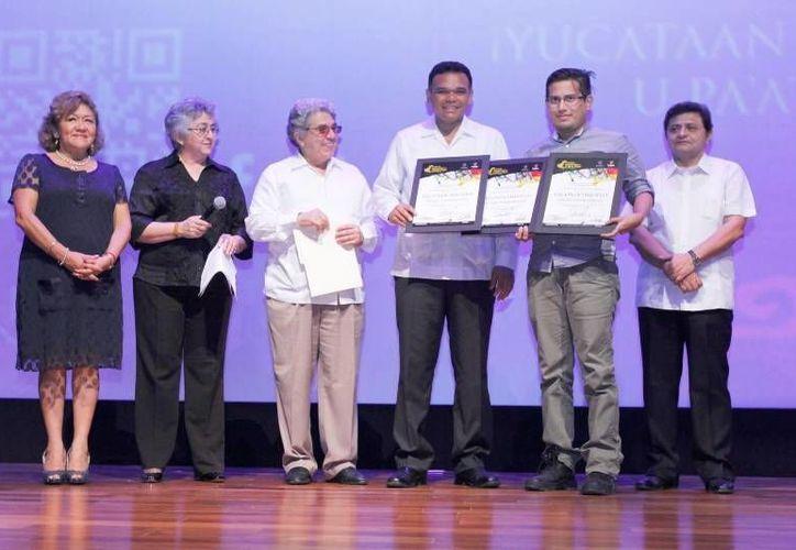El gobernador entregó anoche los Premios de Artes Visuales y Literatura del FICMaya 2013 e inauguró las Salas de Exposición del cuarto piso del Gran Museo del Mundo Maya de Mérida. (Cortesía)