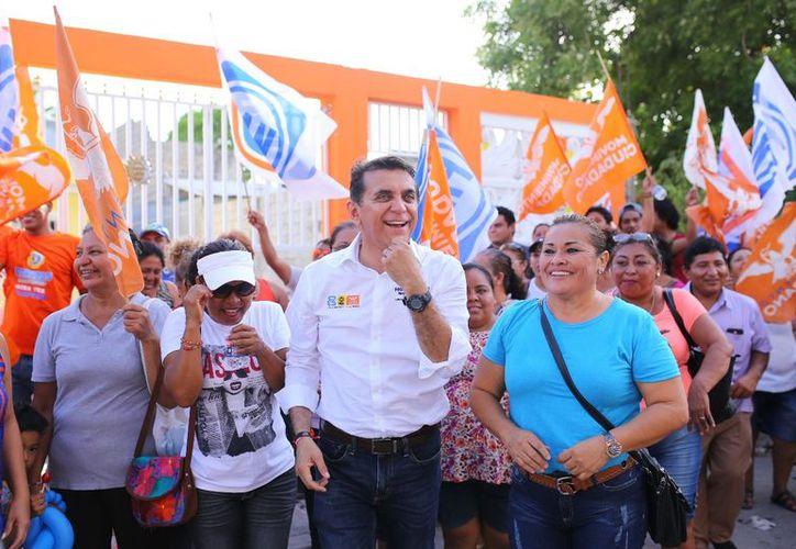 Miguel Ramón va por mejorar la educación en la entidad. (Foto: SIPSE)