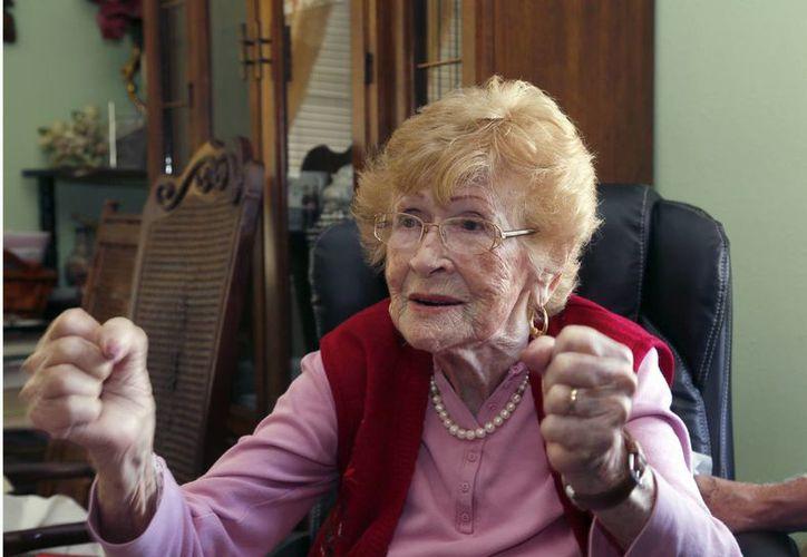 La señora Guadalupe Portillo, de 102 años, dijo que quiere vivir 'al menos unos 10 años más'. (Foto: AP)