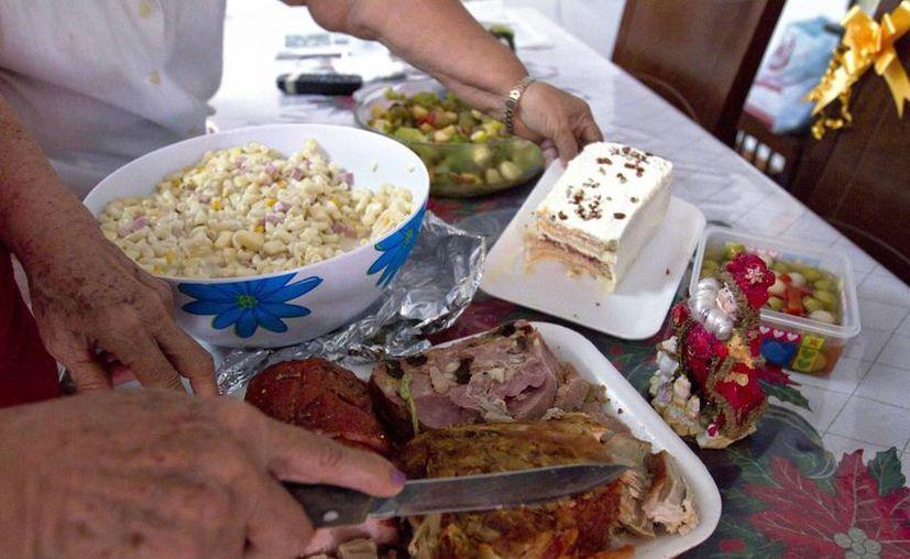 El comer en exceso dejará problemas a largo plazo a las personas. (José Acosta/SIPSE)