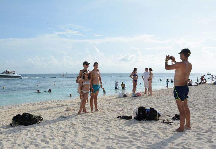 Invitan a la población a subir imágenes positivas de las playas en internet. (Victoria González/SIPSE)