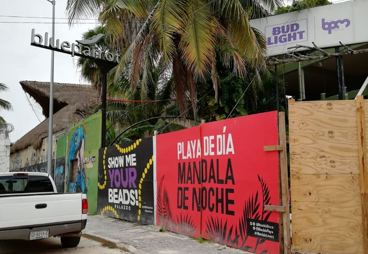 En el sitio donde se ubicaba el Blue Parrot se pretende construir un centro de hospedaje. (Octavio Martínez/SIPSE)