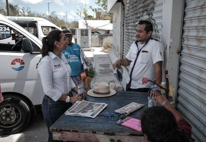 Villegas Canché, en su recorrido, sostuvo encuentros con jóvenes. (Foto: Redacción)