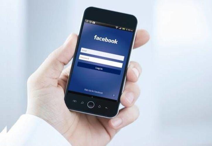 Facebook en el móvil puede ser una herramienta para espiar cada movimiento que haces. (Contexto/Internet)