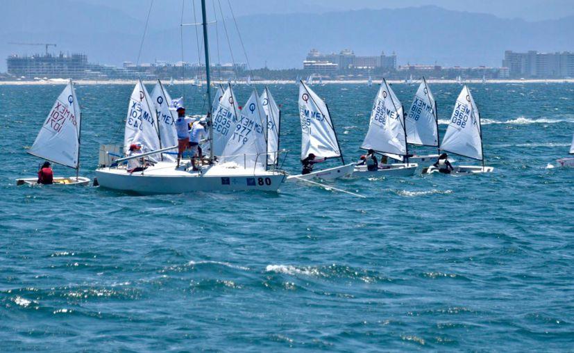 La competencia se realizó en las cálidas aguas de la Bahía de Banderas, en Nayarit. (Miguel Maldonado/SIPSE)