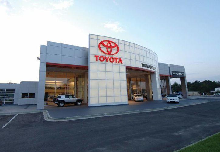 El presidente Trump había amenazado a Toyota con fuertes impuestos si producían sus vehículos en México. (americanbuildings.com)