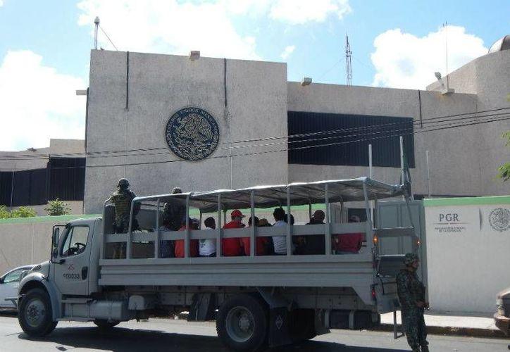 La CNDH  revisa el caso de los trabajadores que fueron detenidos el mes pasado, en un fuerte operativo, acusados de talar mangle. (Redacción/SIPSE)