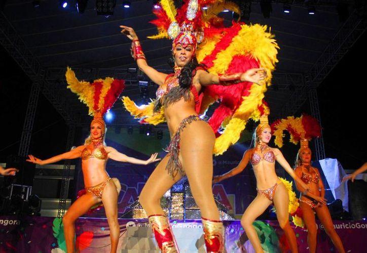 La última noche del Carnaval de Playa del Carmen   convocó a más de 12 mil personas. (Daniel Pacheco/SIPSE)