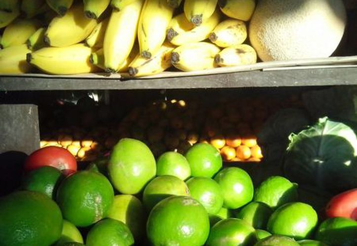Los productores locales prevén cerrar el año con la cosecha de 4 mil 200 kilogramos de limón. (Octavio Martínez/SIPSE)