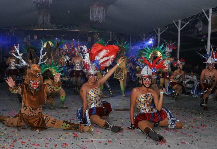 El desfile de comparsas que se realiza en el Carnaval de Cozumel 2015 será a las 18 horas. (Cortesía)