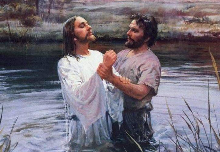 """San Mateo y San Marcos nos narran al final de sus evangelios respectivos que Jesús envió a todo el mundo a """"bautizar"""". (devocionalescristianos.org)"""
