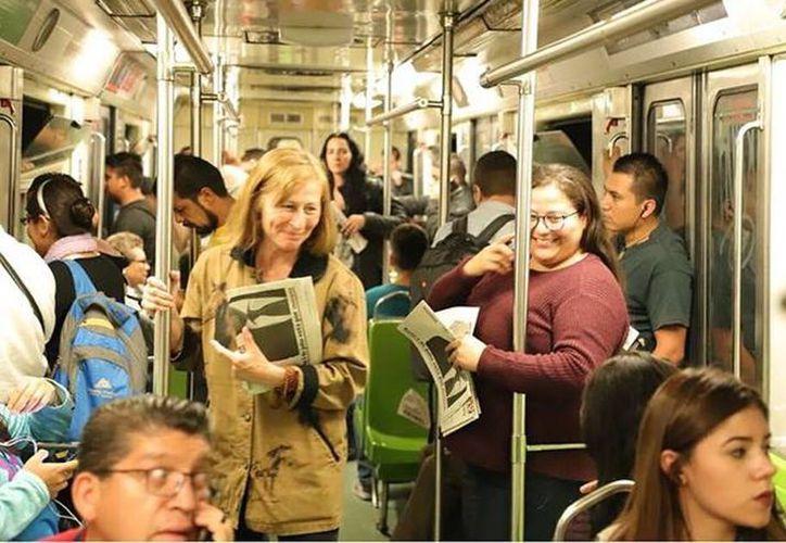 Tatiana Cloutier y Citlali Hernández convivieron con usuarios del Metro. (Foto: Internet)