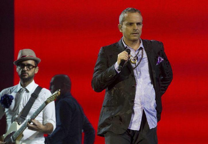 El español cantó durante dos horas y media con dedicatoria especial para el Día de las Madres. (Notimex)