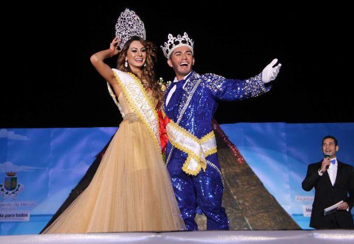 Marsha I y Charly I, los soberanos de las carnestolendas de Mérida. (José Acosta/SIPSE)