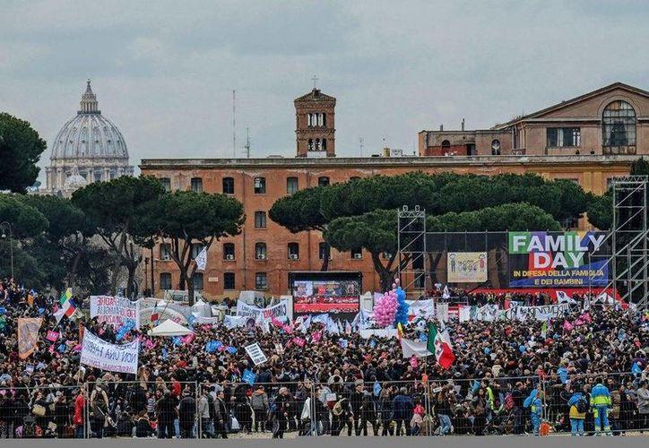 Los organizadores del 'Día de la Familia' aseguran que en la marcha se presentaron casi dos millones de personas. (EFE)