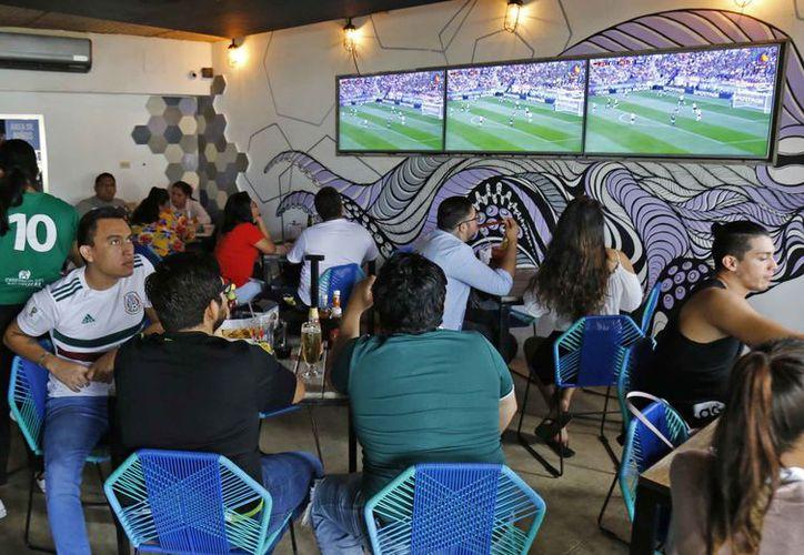 Algunos restaurantes reportan un aumento de 10 a 15 por ciento en ventas. (Jesús Tijerina/SIPSE)