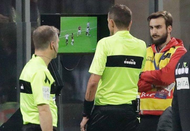 Ante la urgencia por evitar confusiones en los partidos, el presidente de la UEFA adelanto su uso. (Excélsior)
