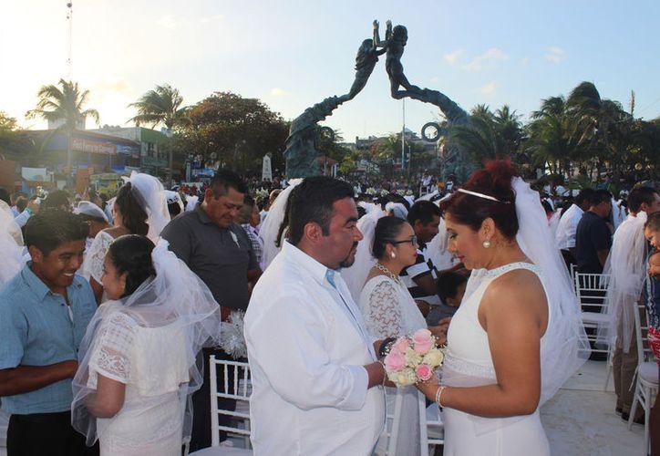 Un total de 201 parejas se dieron el 'sí acepto' en la Playa Fundadores. (Foto: Adrián Barreto)