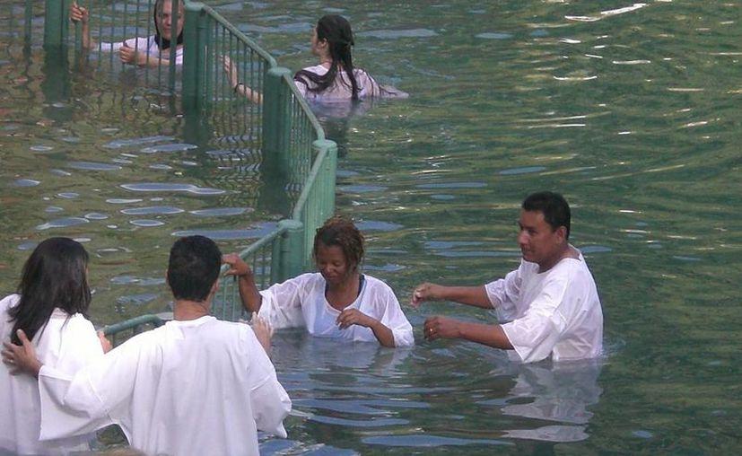 El Río Jordán es visitado por miles de peregrinos. (rolyandsherrinisrael.blogspot.com)