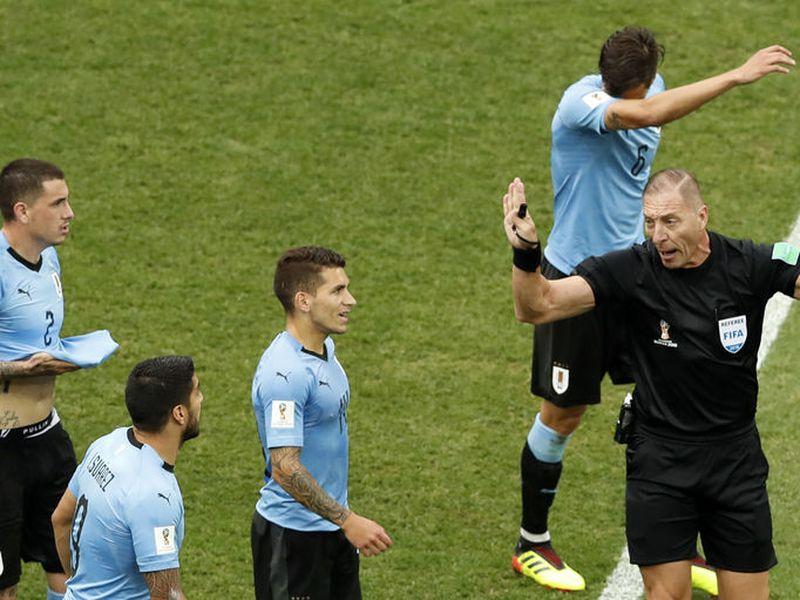 El argentino Néstor Pitana regulará las acciones del Francia vs Croacia, una final del Mundial sin precedente (Foto AP)