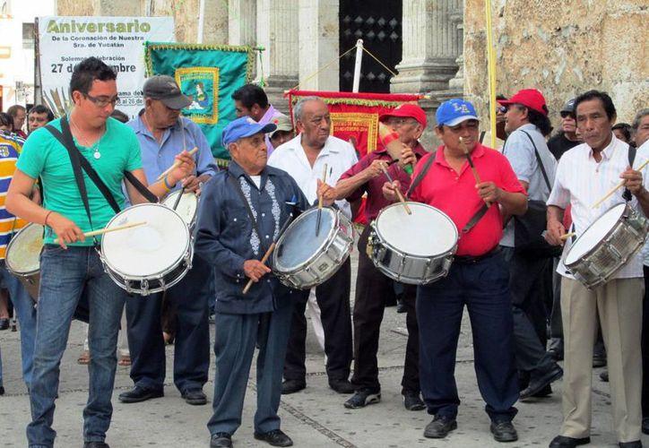 Al celebrar su día, el gremio de filarmónicos ofreció 'Las Mañanitas' con la marimba Lira de Pichucalco. (SIPSE)