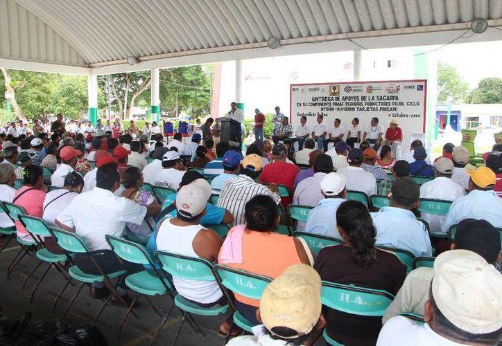 El evento se desarrolló en el domo deportivo ubicado en el parque principal. (Raúl Balam/SIPSE)