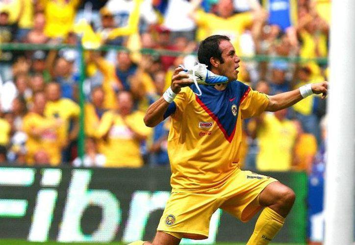 El 'Cuau' se despide del futbol profesional después de 23 años. Sin embargo, deja de herencia grandes goles y polémicos festejos. (Archivo Mexsport)