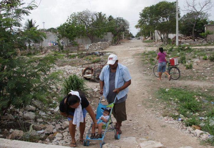 """Varias colonias irregulares están """"colgadas"""" en las líneas de la CFE. (Consuelo Javier/SIPSE)"""