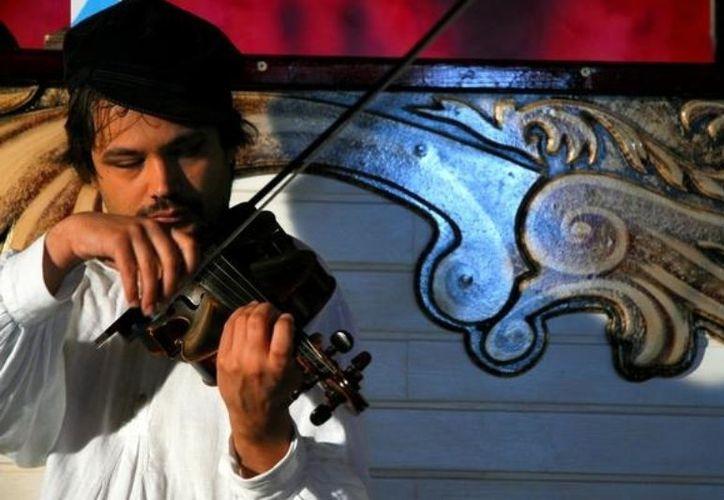El festival tiene como objetivo fomentar el intercambio cultural, asegura el gobernador. En la gráfica, el músico italiano Vladimir Cantaluppi. (Redacción/SIPSE)
