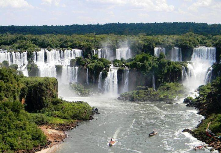 Las cataratas del Iguazú son una de las siete maravillas naturales del mundo. (effectoei.com)