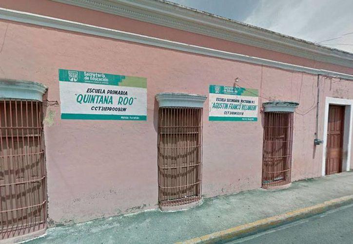 La escuela primaria 'Quintana Roo', en el Centro de Mérida, cerró sus puertas. Los estudiantes fueron enviados a planteles cercanos, y los profesores, a escuelas del oriente de Mérida. (Captura de pantalla/GoogleMaps)