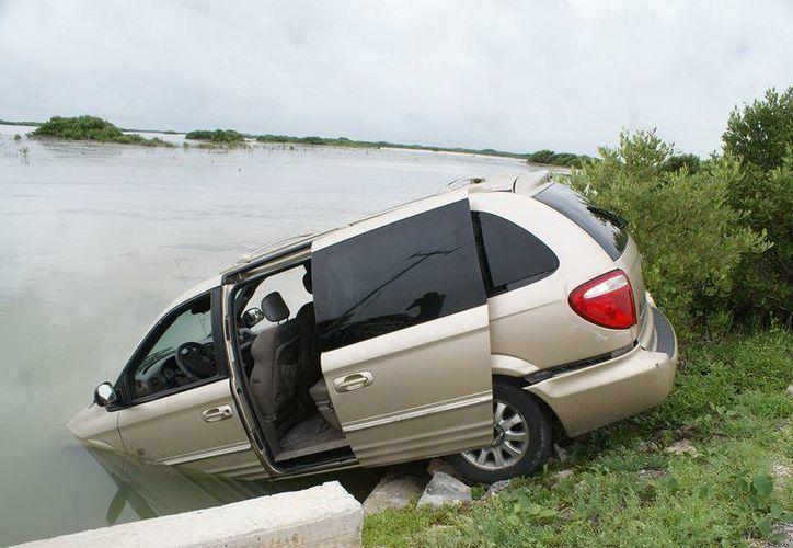 La camioneta fue pérdida total. (SIPSE)