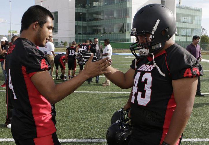 Este martes se dio a conocer de forma oficial la Liga de Futbol Americano Profesional (LFA) en México. En la foto, integrantes de Lobos BUAP. (Notimex)