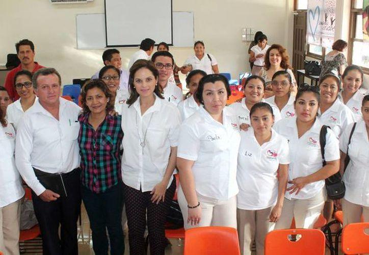 El personal que participó en la capacitación en beneficio de los infantes. (Cortesía/SIPSE)