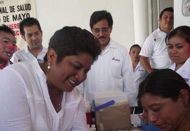 Motivan a vacunar a los niños en Lázaro Cárdenas. (Raúl Balam/SIPSE)