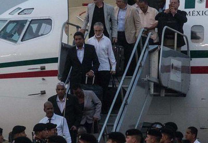 Llegada de ministros del Caribe para las cumbres del Caricom y la AEC al aeropuerto de Mérida. (SIPSE)