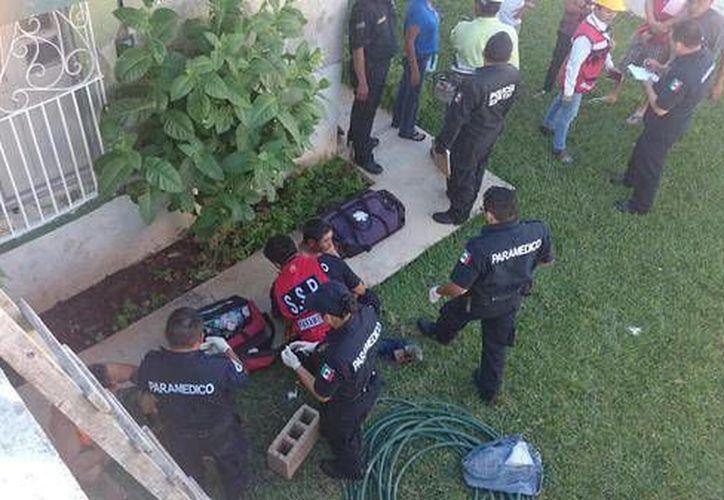 Uno de los heridos del desplome en la Carranza tuvo que ser trasladado de un hospital. (Twitter/@PoliciaYucatán)