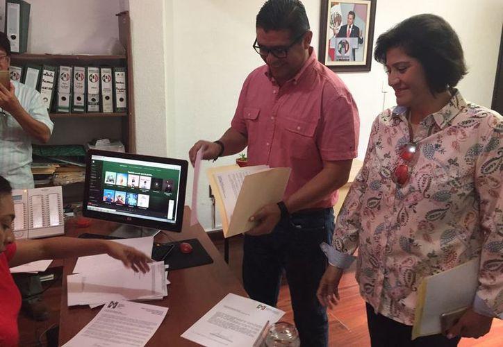 Jorge Carlos Rodríguez Aguilar y Georgina Santín Asencio renunciaron ayer a sus cargos en el PRI municipal, en Othón P. Blanco. (Benjamín Pat/SIPSE)