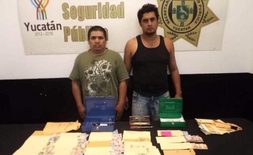 Los ladrones, con el botín que habían obtenido de la notaria. (SSP)