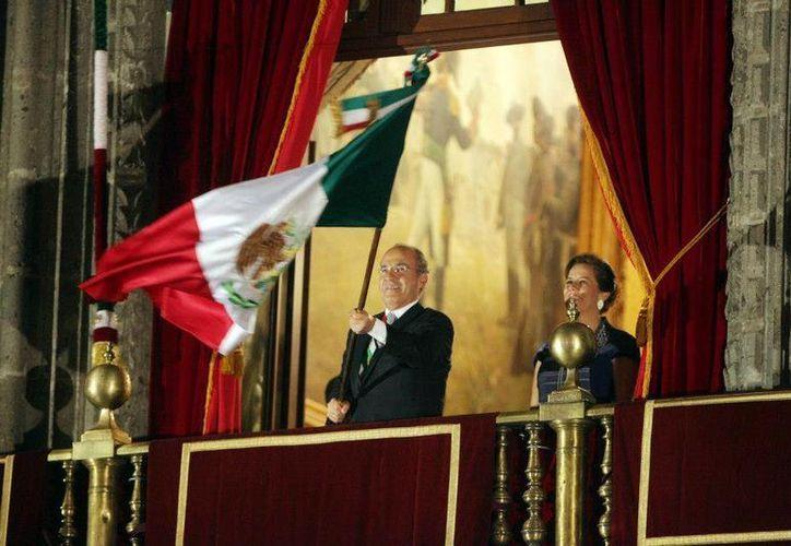 En el Bicentenario de la Independencia de México, el presidente Calderón encabezó dos ceremonias del Grito: la primera en Palacio Nacional y la segunda en Dolores Hidalgo. (Facebook oficial)