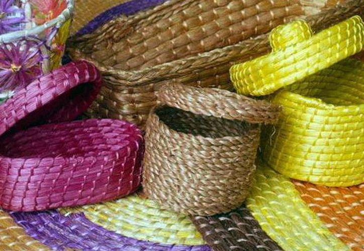 Artesanos yucatecos realizan la producción de más de 5 mil tortilleros.