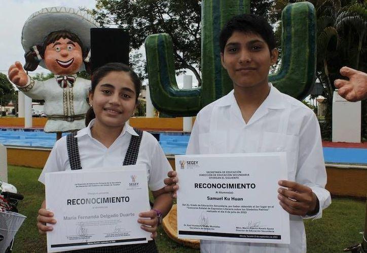 Ganadores del  concurso de Expresión Literaria 'Símbolos patrios 2013'. (Cortesía)