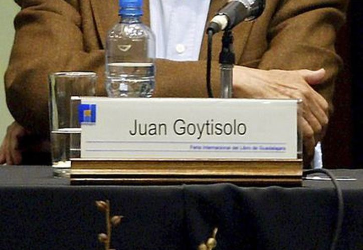 Imagen del escritor español Juan Goytisolo durante su participación, en el 2004, en la Feria Internacional del Libro de Guadalajara, en México. Será premiado por el rey Felipe VI el próximo año. (Agencias)