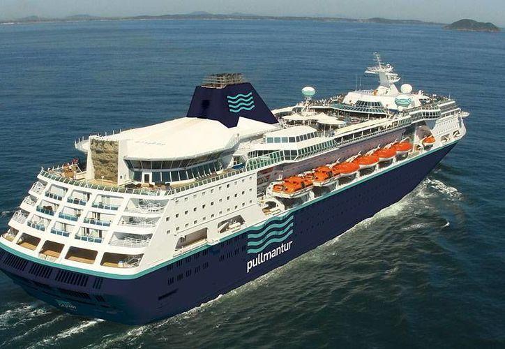 El crucero de la empresa Pullmantur con la mayoría de los pasajeros y tripulantes brasileños no pudo desembarcar del puerto de Itajai. (Foto de contexto. Archivo/Agencias)