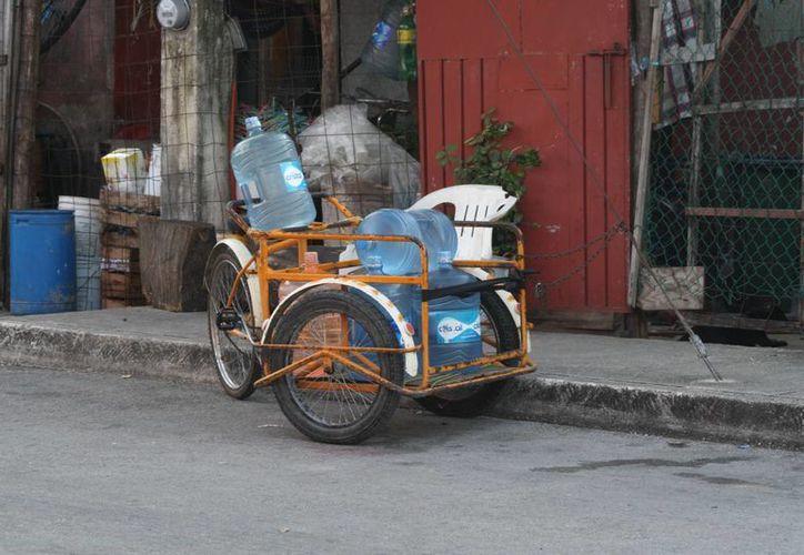 En febrero se comenzará a sancionar a quienes vendan agua embotellada expuesta al sol. (Octavio Martínez/SIPSE)