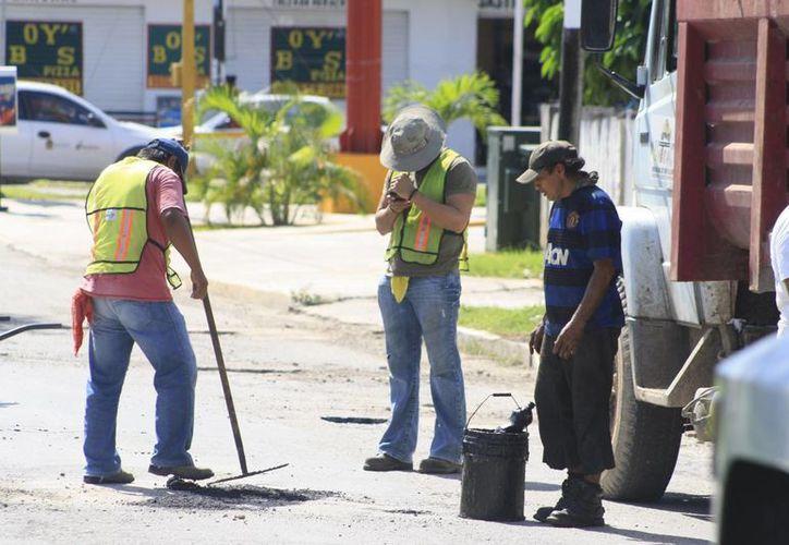 El recorte en el presupuesto que ejercerá la federación en 2015, impactará en el volumen proyectado en la obra pública. (Harold Alcocer/SIPSE