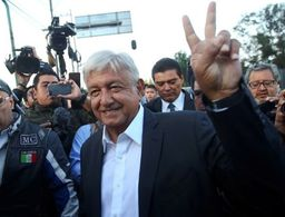 López Obrador, primer candidato en llegar a realizar su voto
