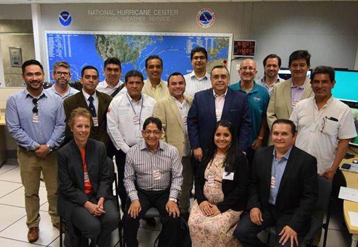 La visita de estudios por las instalaciones del Centro de Monitoreo de Huracanes perteneciente a la Administración, Oceánica y Atmosférica Nacional (NOAA, por sus siglas en inglés). (Milenio Novedades)