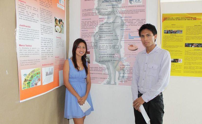 Alumnos durante una exposición en la Feria de las Ciencias Sociales. (Adrián Barreto/SIPSE)