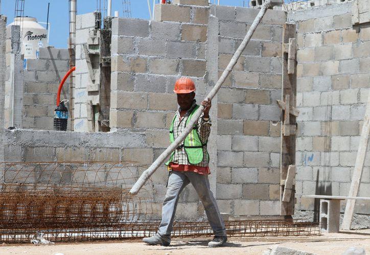 Constructores señalaron que la próxima veda electoral atrasará las obras. (Joel Zamora/SIPSE)